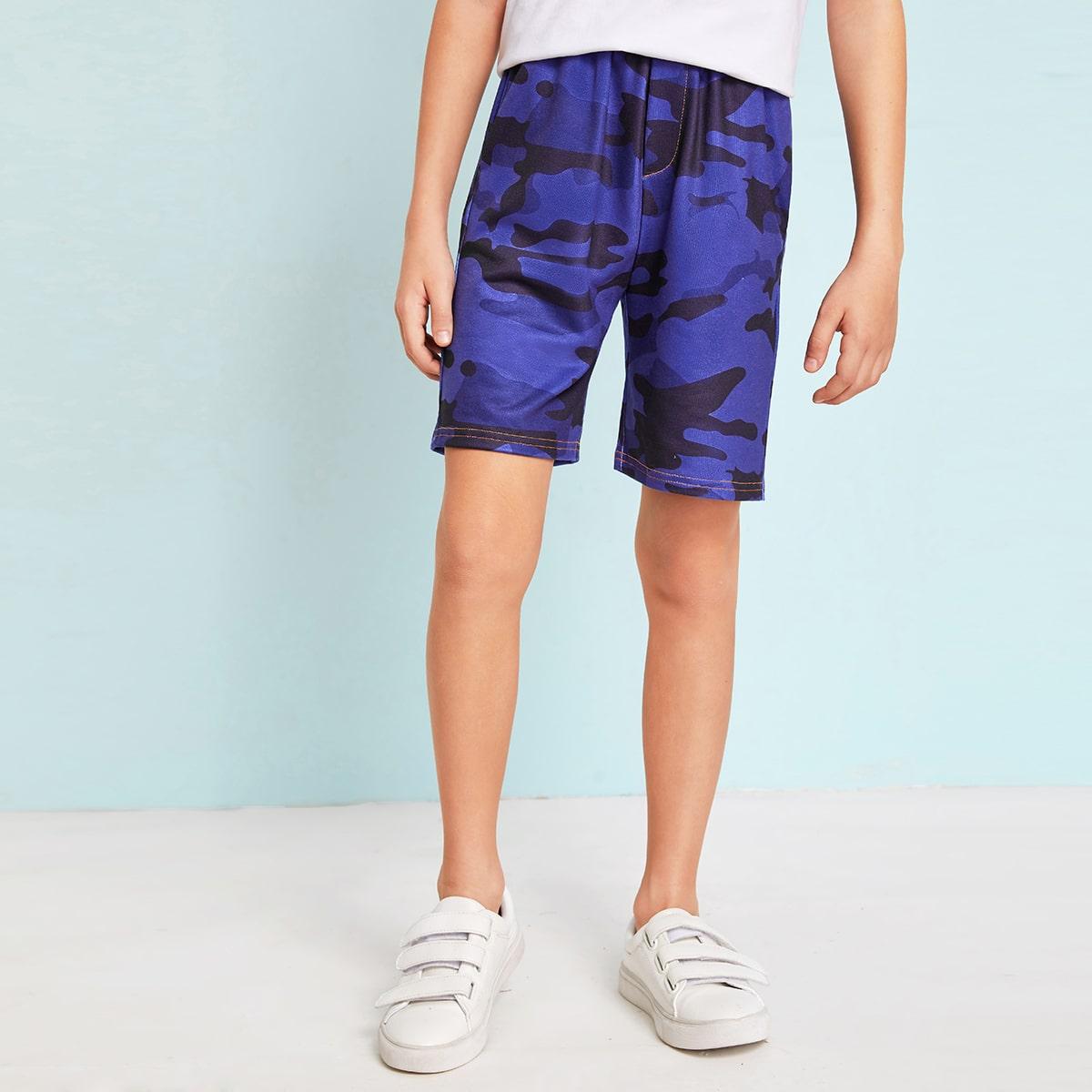 Камуфляжные шорты с эластичной талией для мальчиков от SHEIN
