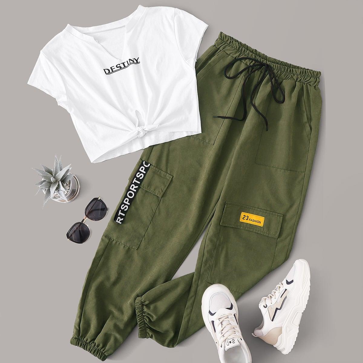 Брюки-карго и футболка с узлом, текстовым принтом от SHEIN