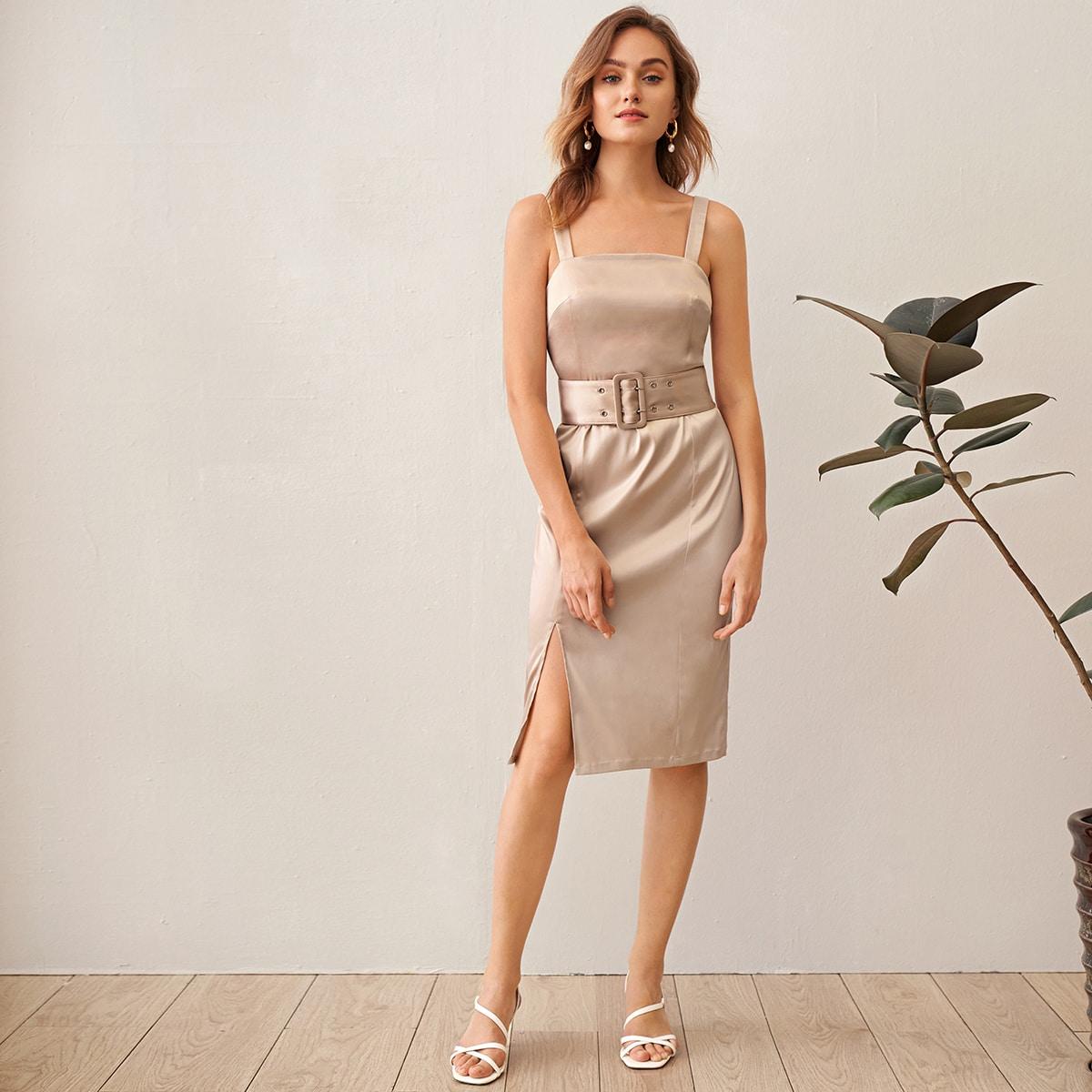 Атласное платье с разрезом и поясом фото