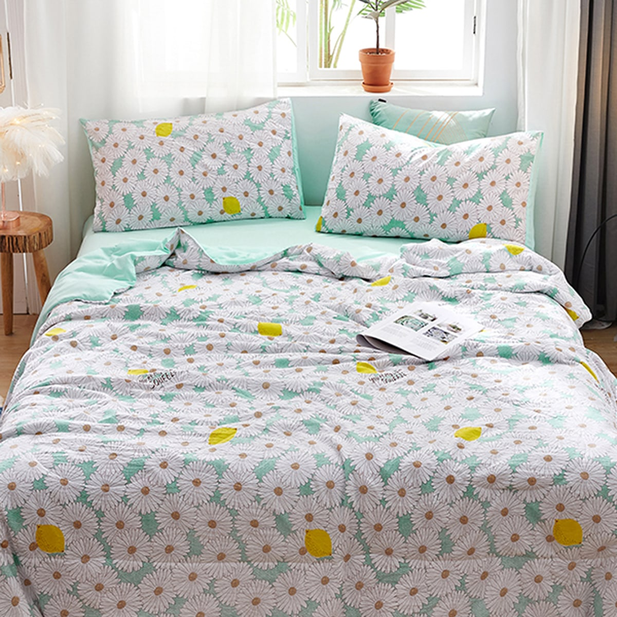 Daisy Print Summer Quilt