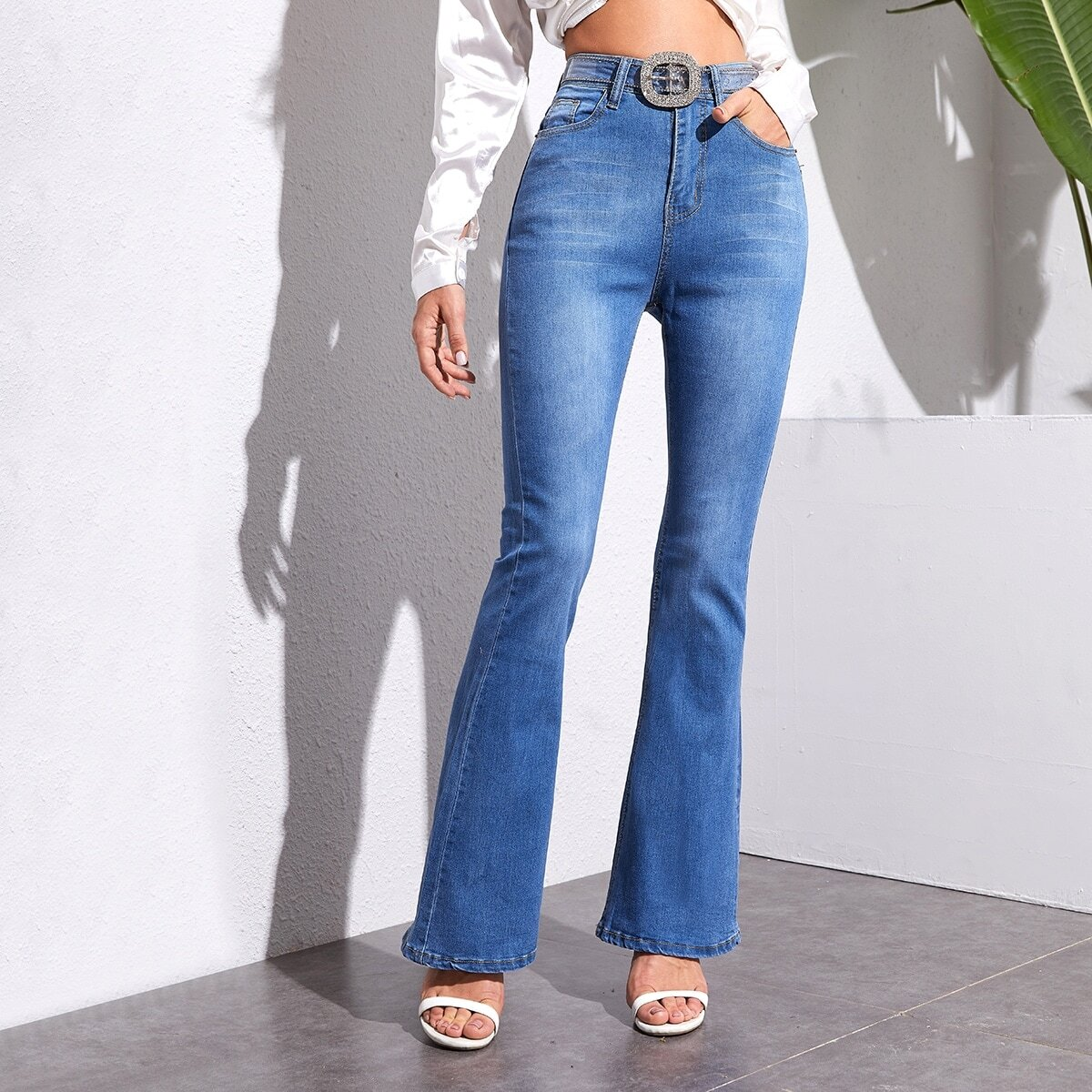 Расклешенные джинсы без пояса