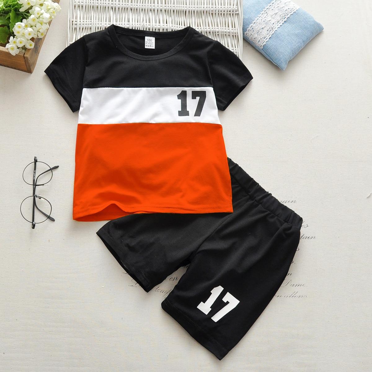 SHEIN / Kleinkind Jungen T-Shirt mit Farbblock, Nummer Muster und Shorts