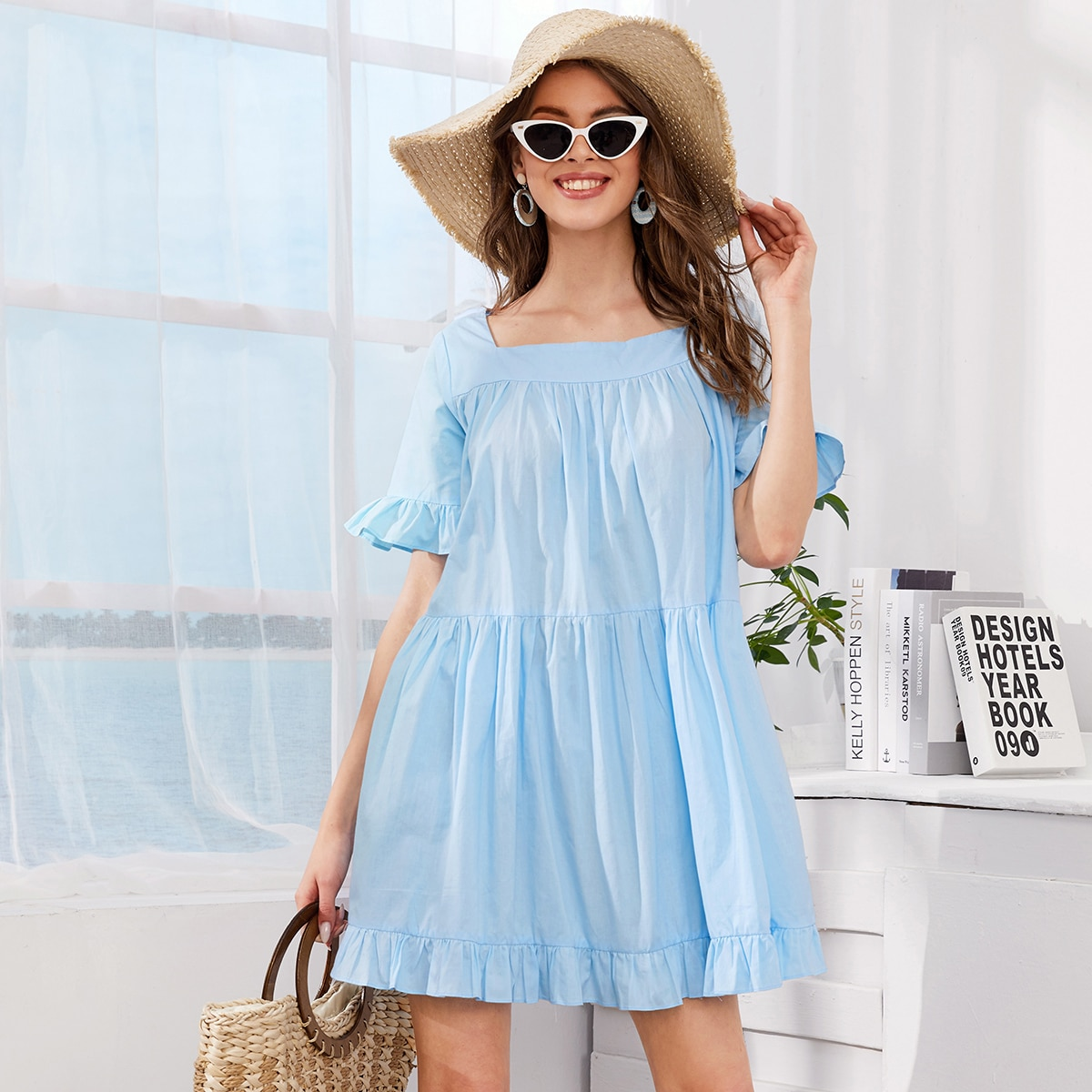 Платье с оборками и квадратынм вырезом фото