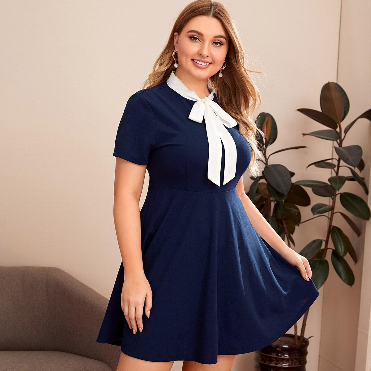 Расклешенное платье размера плюс с вырезом-бантом фото