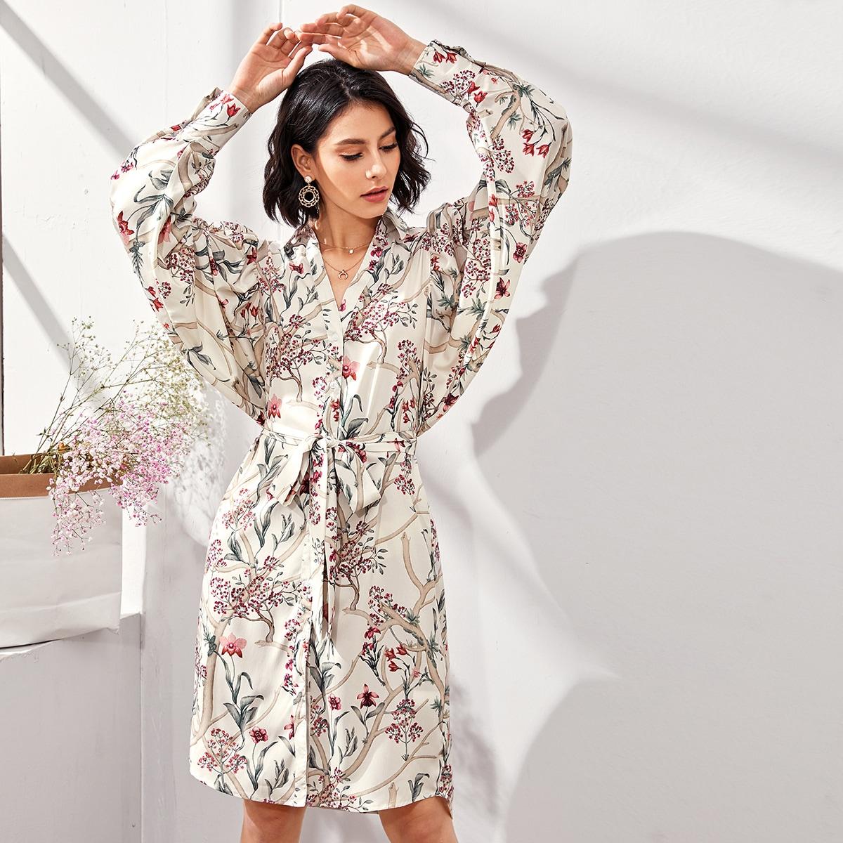 Платье-рубашка с поясом, оригинальным рукавом и принтом растения фото