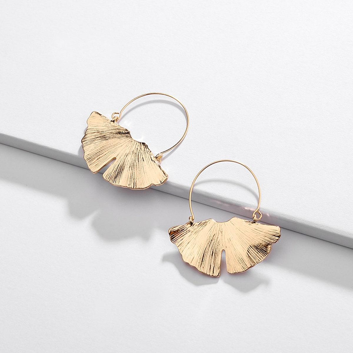 Серьги в форме кленового листа