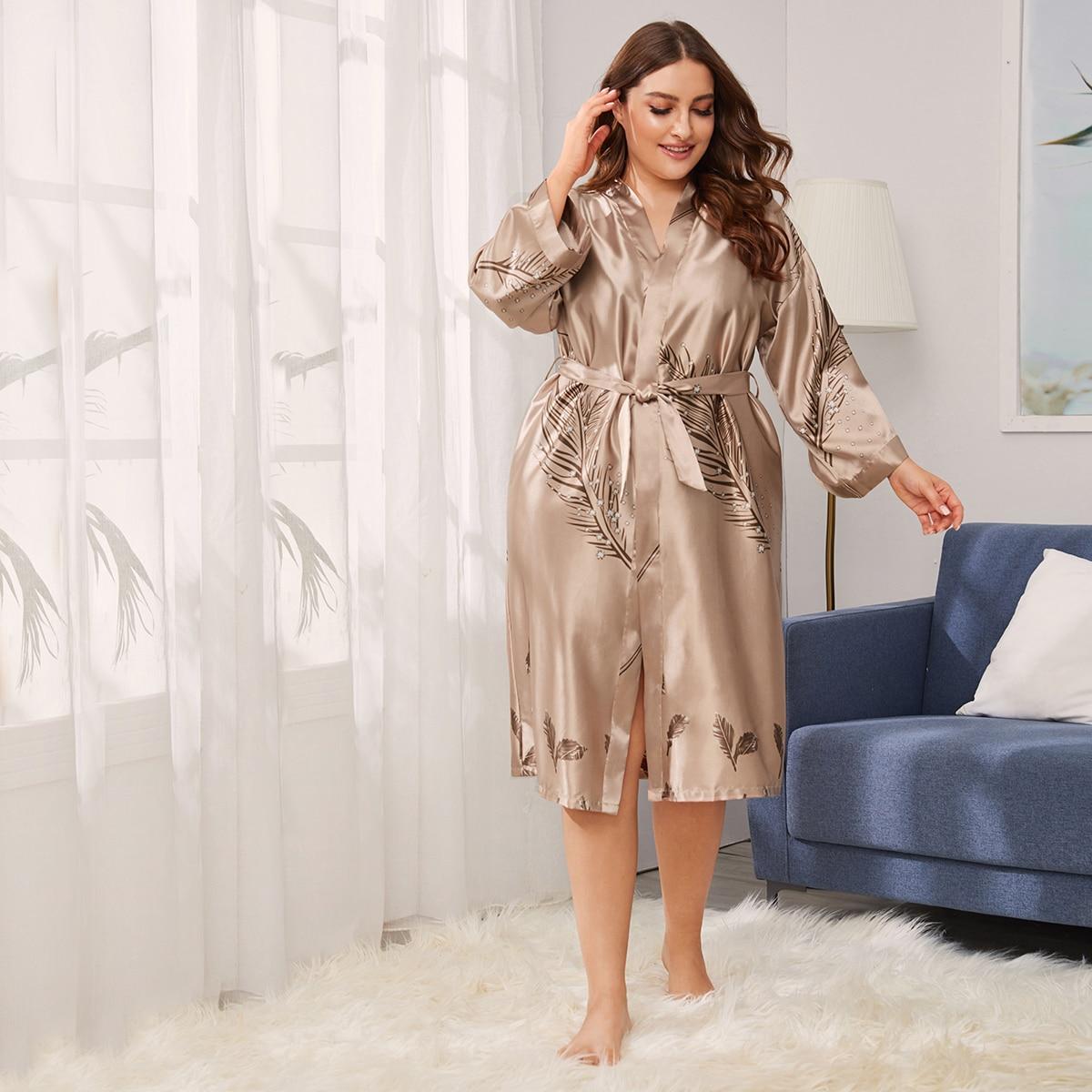 Атласный халат размера плюс с поясом и принтом меха от SHEIN