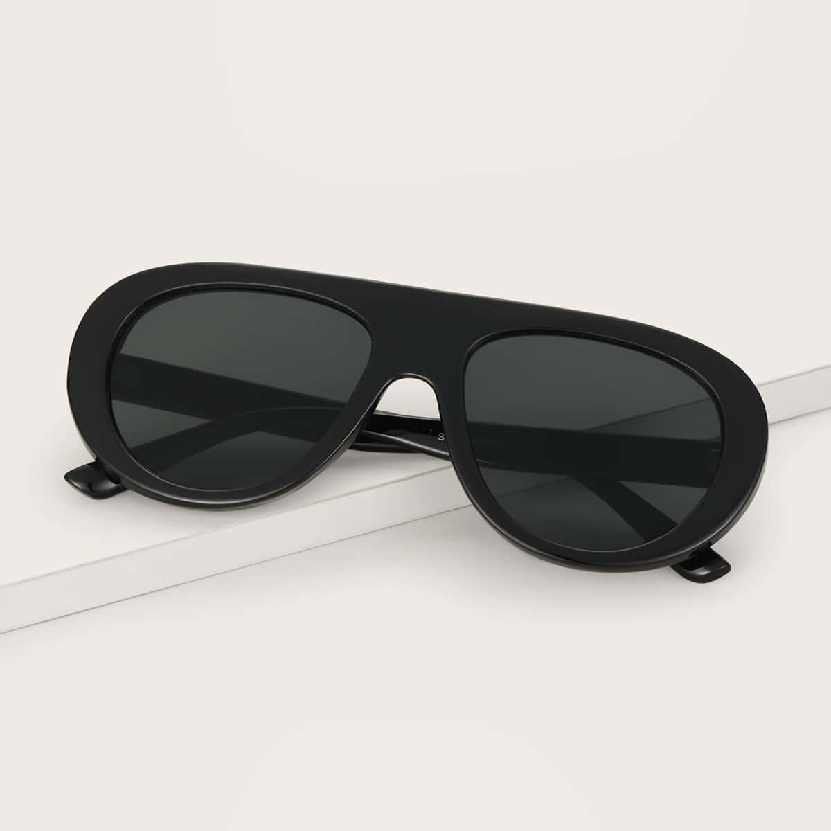 Солнечные очки с футляром фото