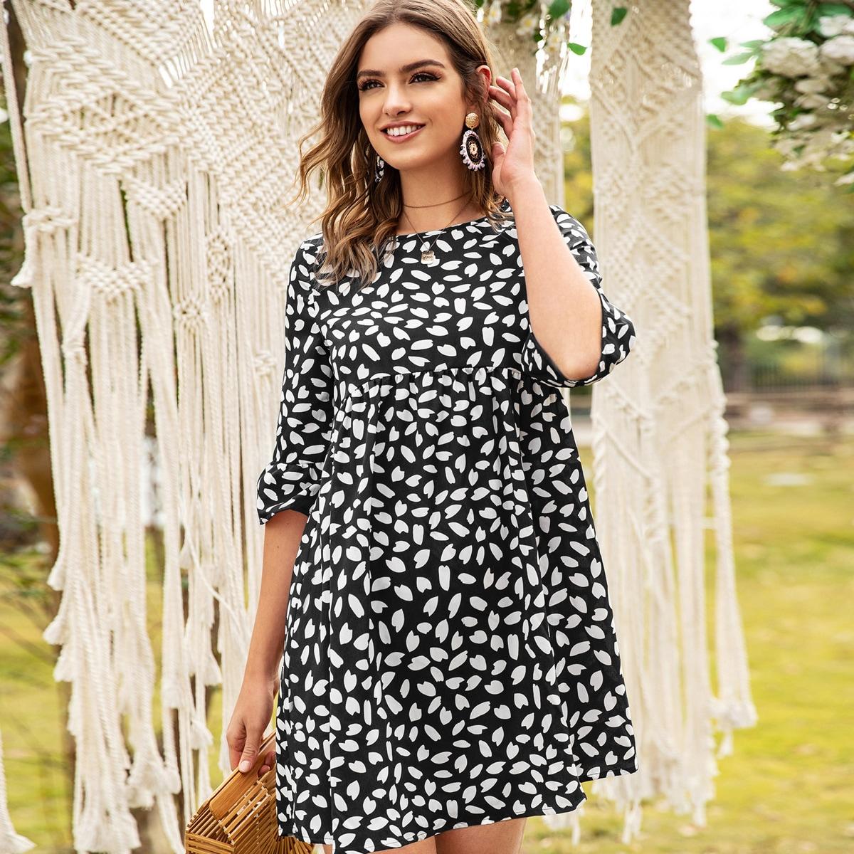 Платье с высокой талией и принтом фото