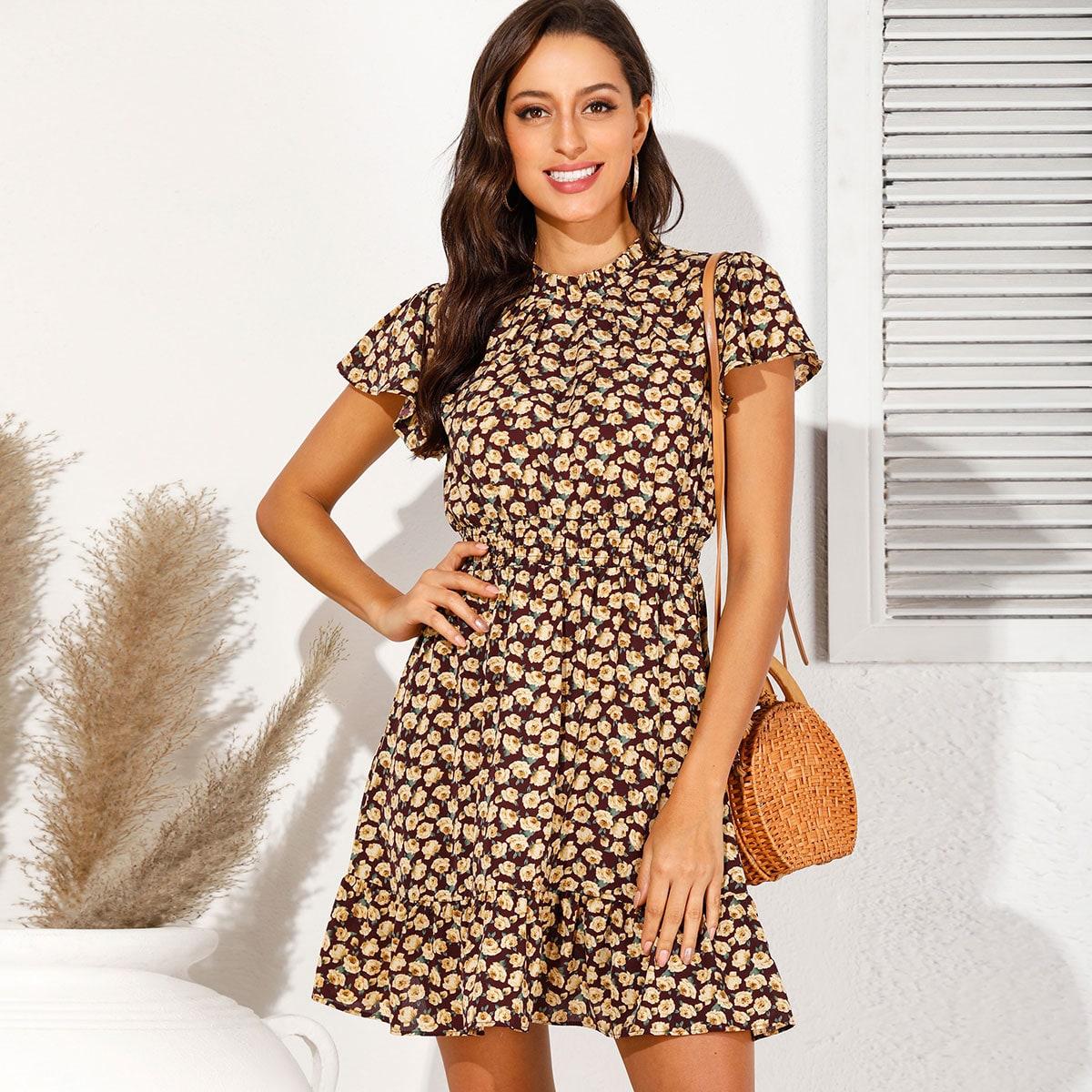 Цветочное платье с оборками и воротником-стойкой фото