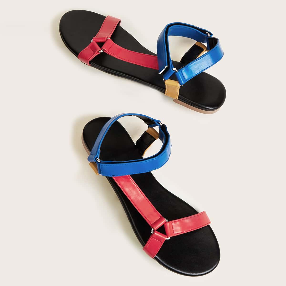 Контрастные сандалии фото