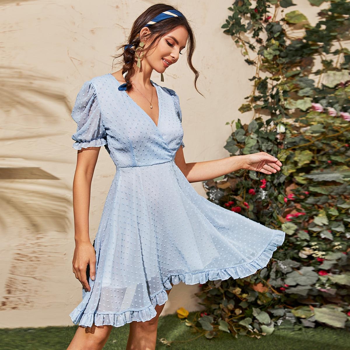 Платье с оборками и пышным рукавом фото