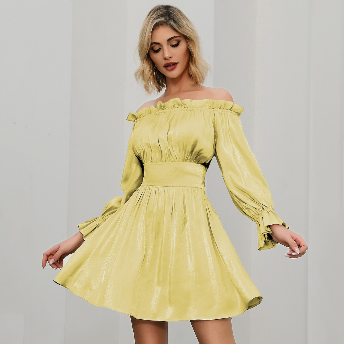 Double Crazy Атласное платье с оригинальным рукавом фото