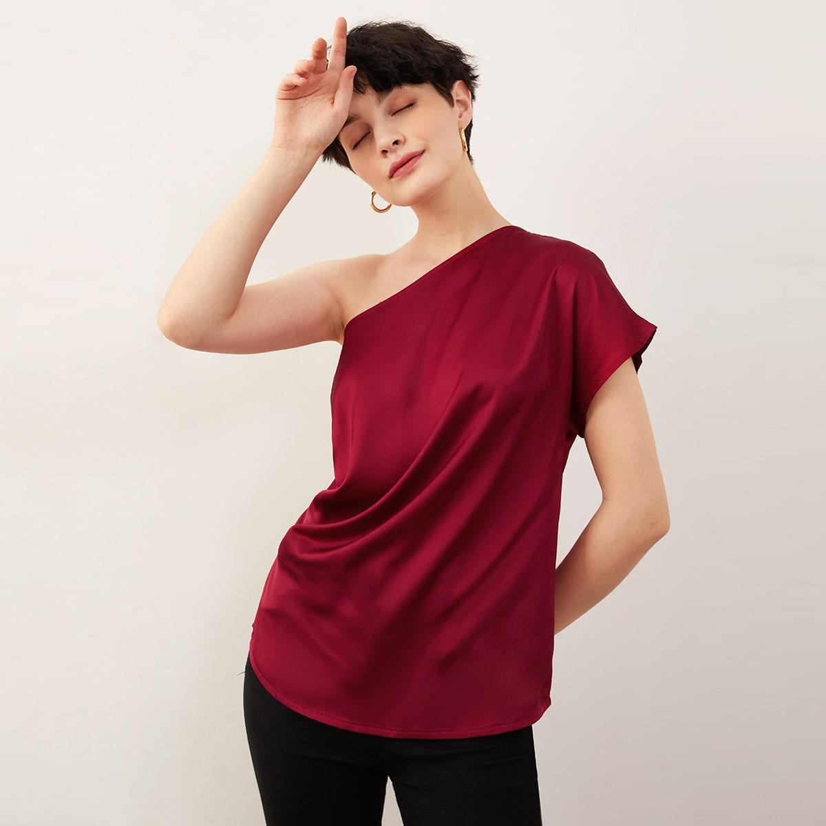 Атласная блузка на одно плечо со складкой фото