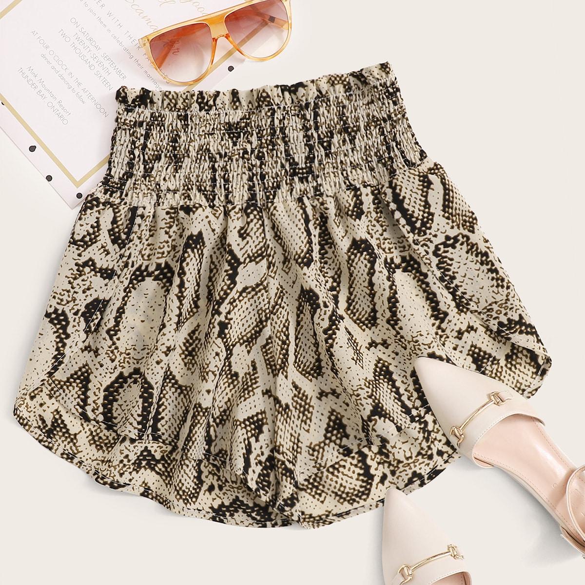 SHEIN / Shorts de pierna ancha de cintura fruncdo con estampado de piel de serpiente