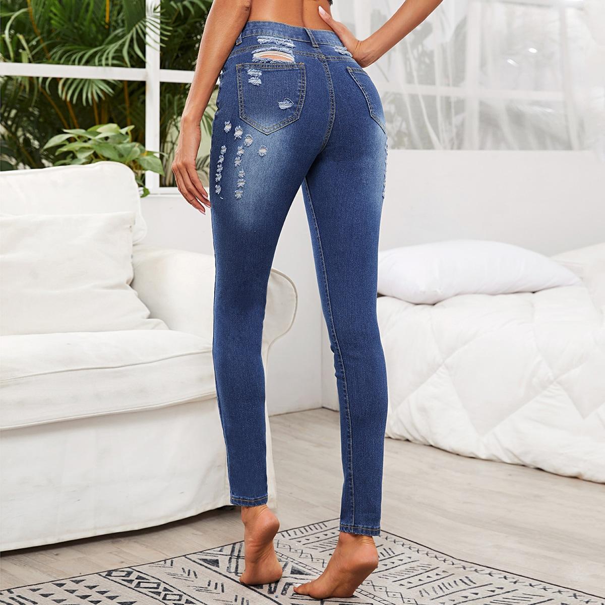 Однотонные рваные облегающие джинсы фото