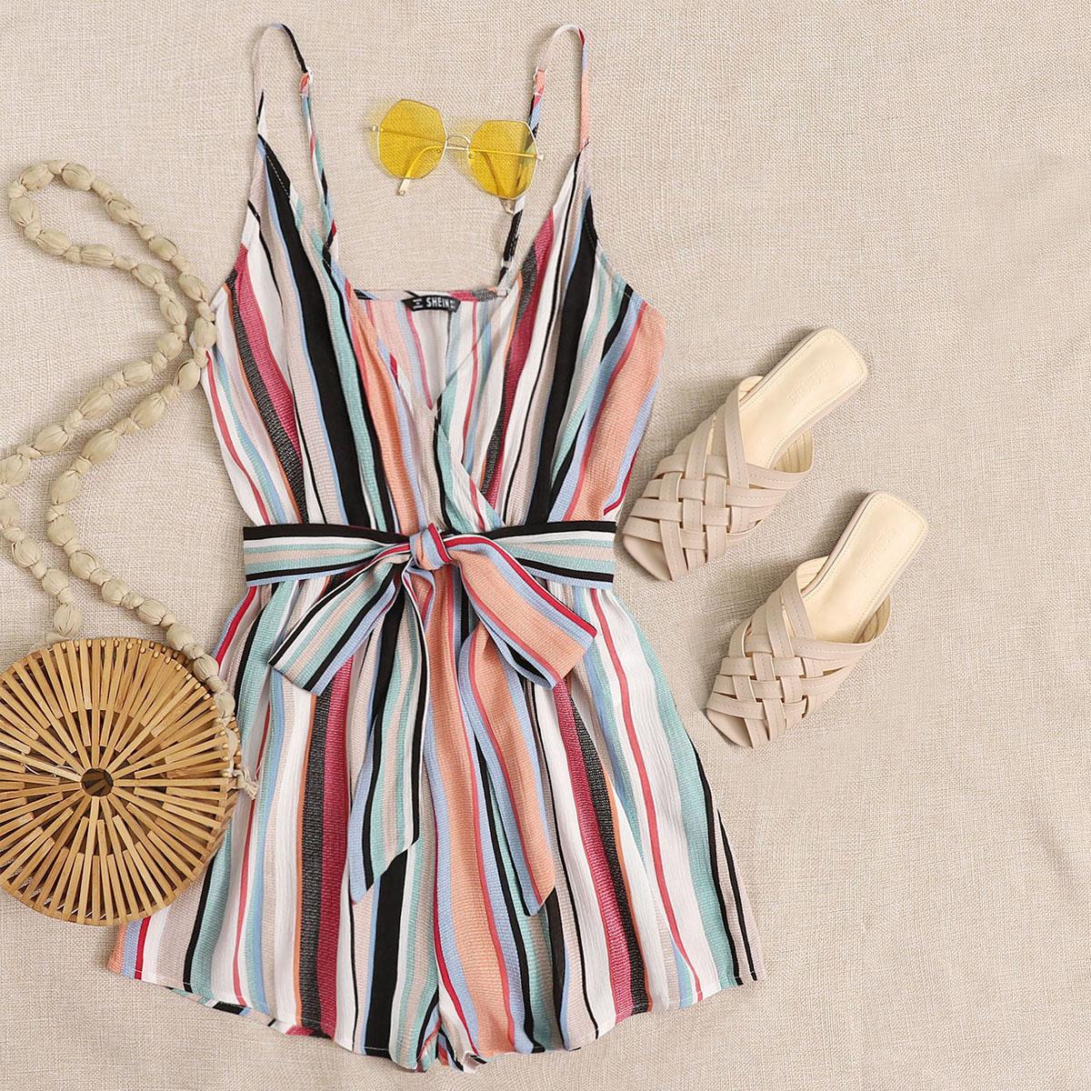 Разноцветный полосатый комбинезон с поясом фото