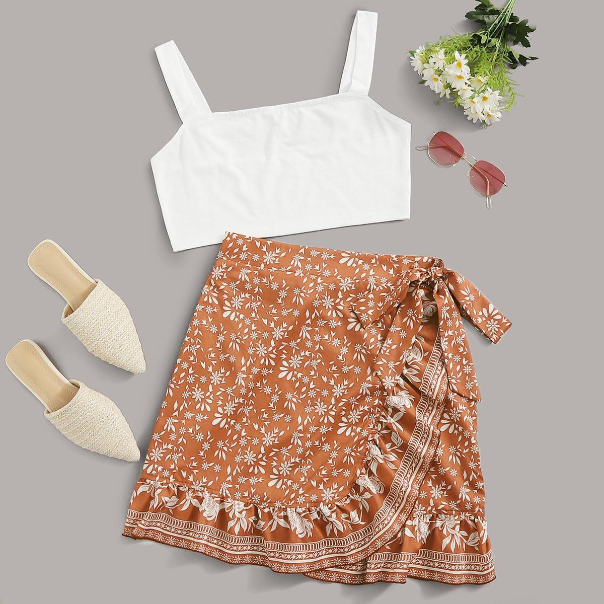 Однотонный короткий топ и юбка с племенным принтом фото
