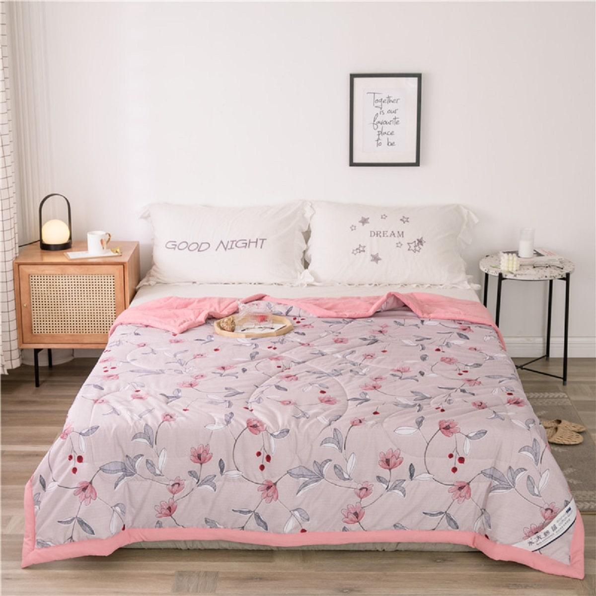 Одеяло с цветочным принтом фото