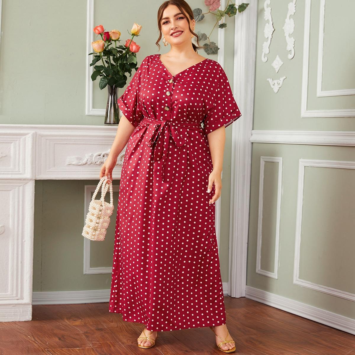 Платье в горошек с поясом размера плюс