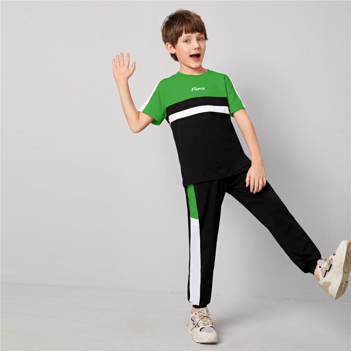 Топ с текстовым принтом и спортивные брюки для мальчиков от SHEIN