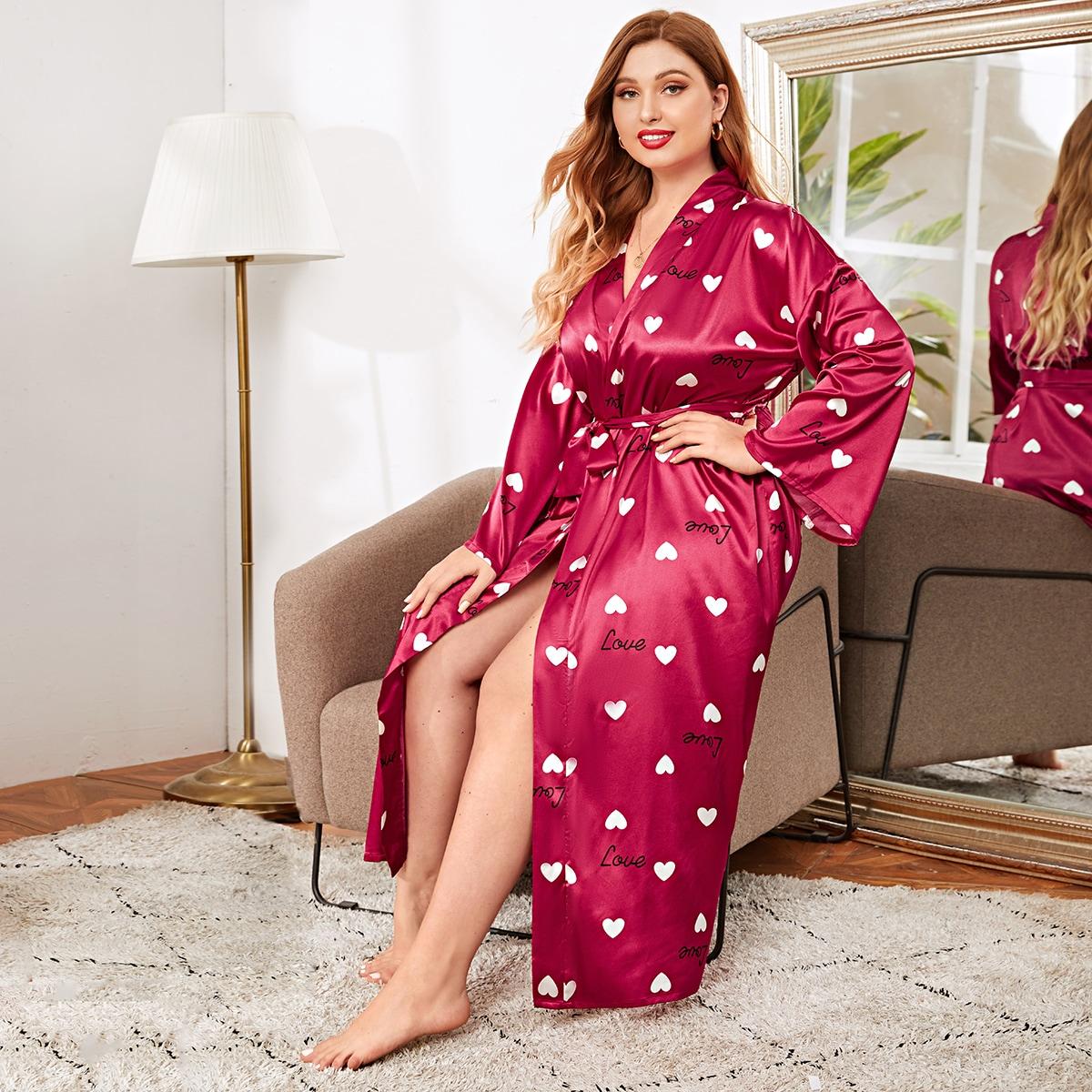 Атласный халат размера плюс с поясом и принтом сердечка от SHEIN