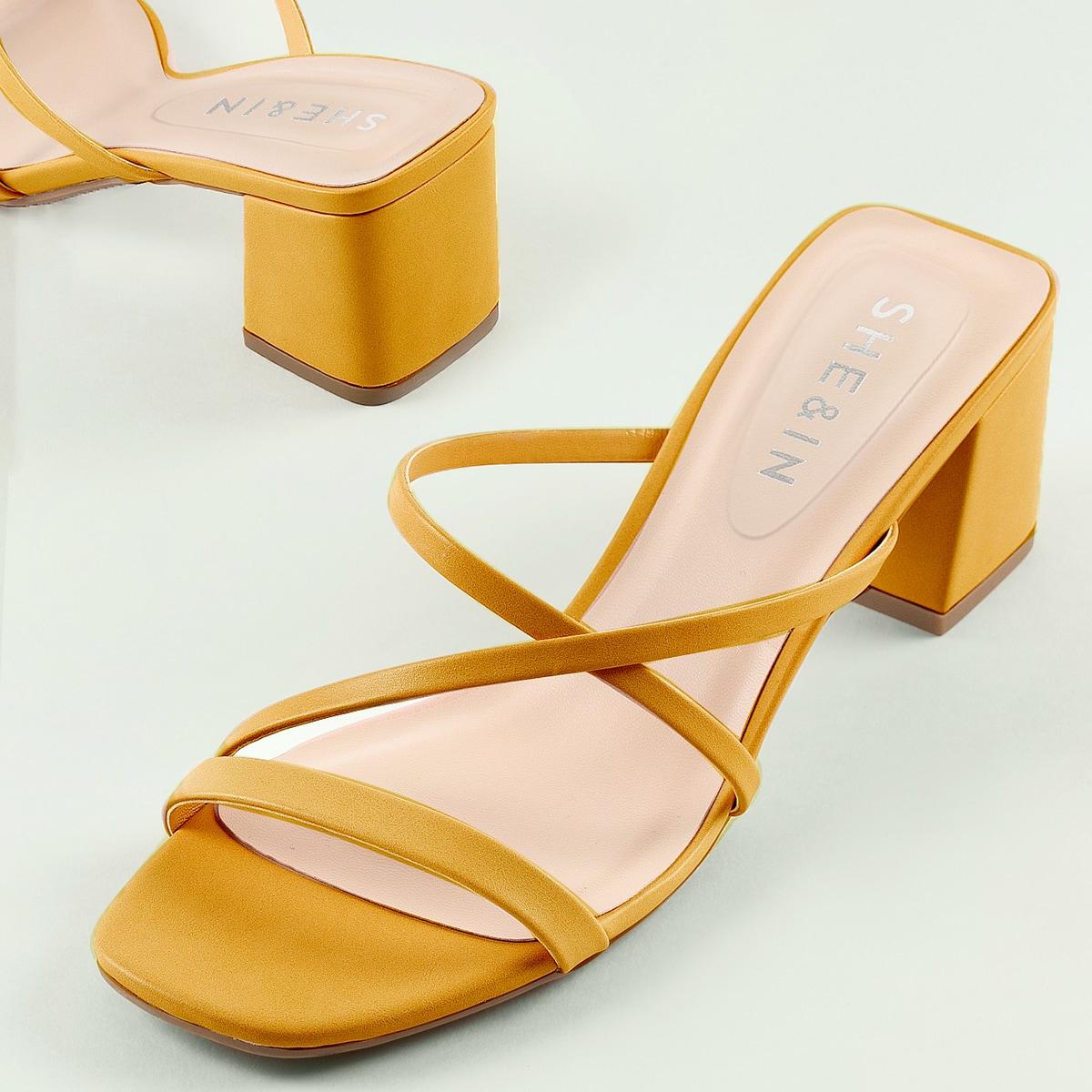 Сандалии с массивным каблуком и открытым носком