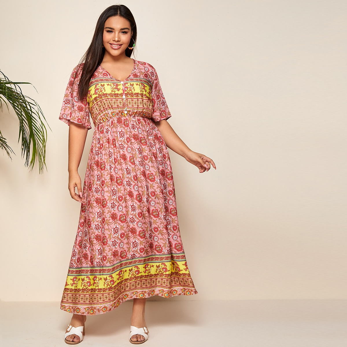 SHEIN / Große Größen - Maxi Kleid mit Blumen & Stamm Muster