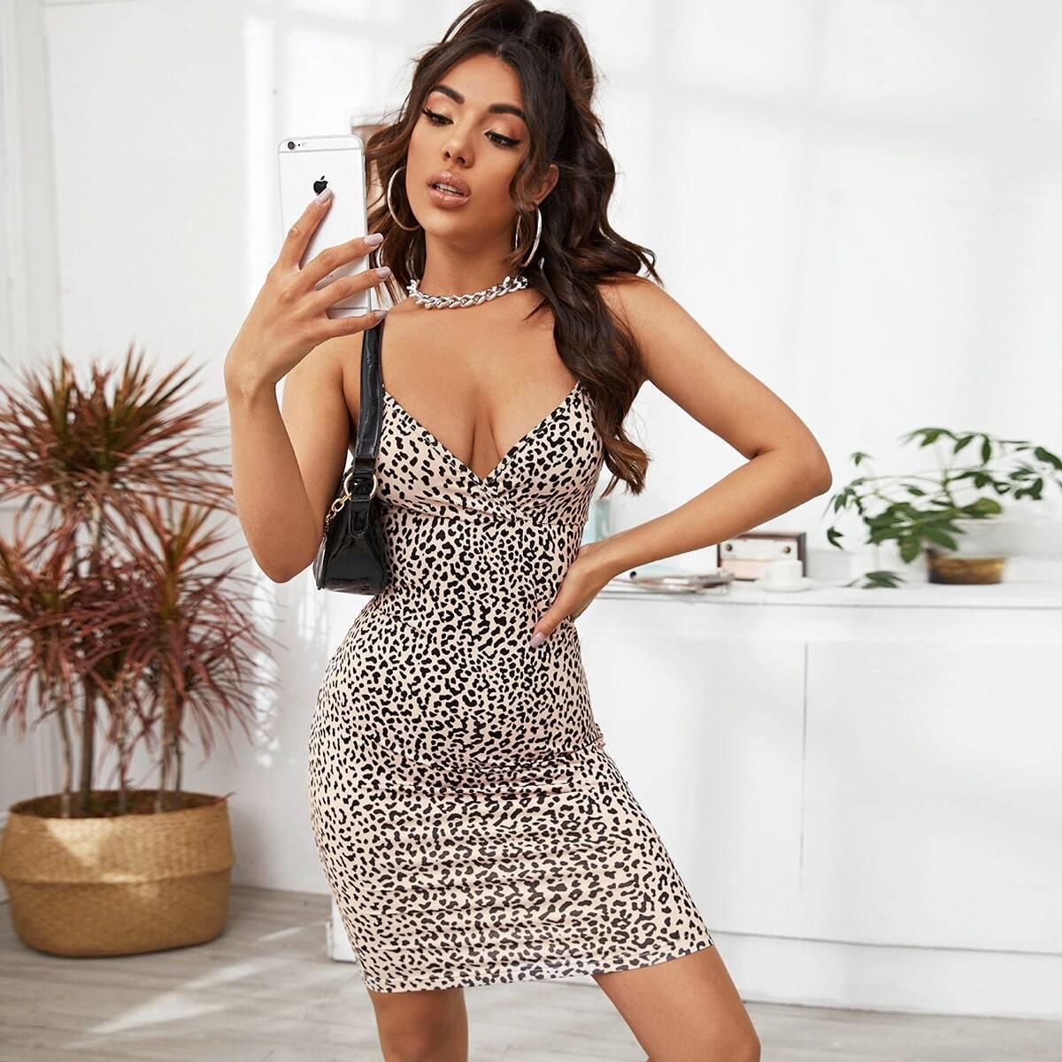 Платье с леопардовым принтом фото