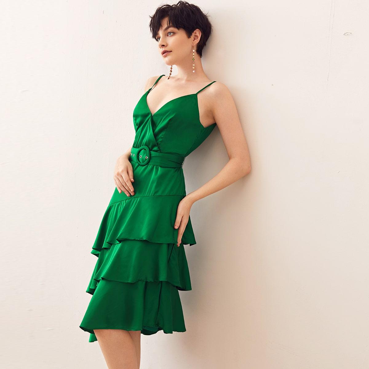 Асимметричное платье на бретелях с поясом фото