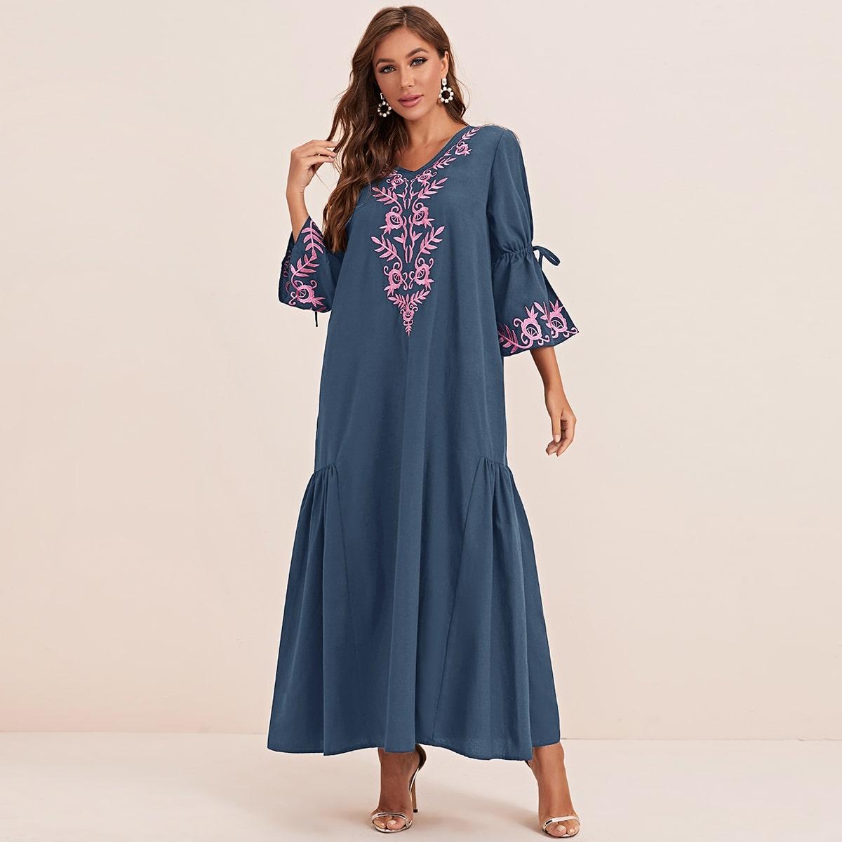 Платье с оригинальным рукавом и вышивкой фото