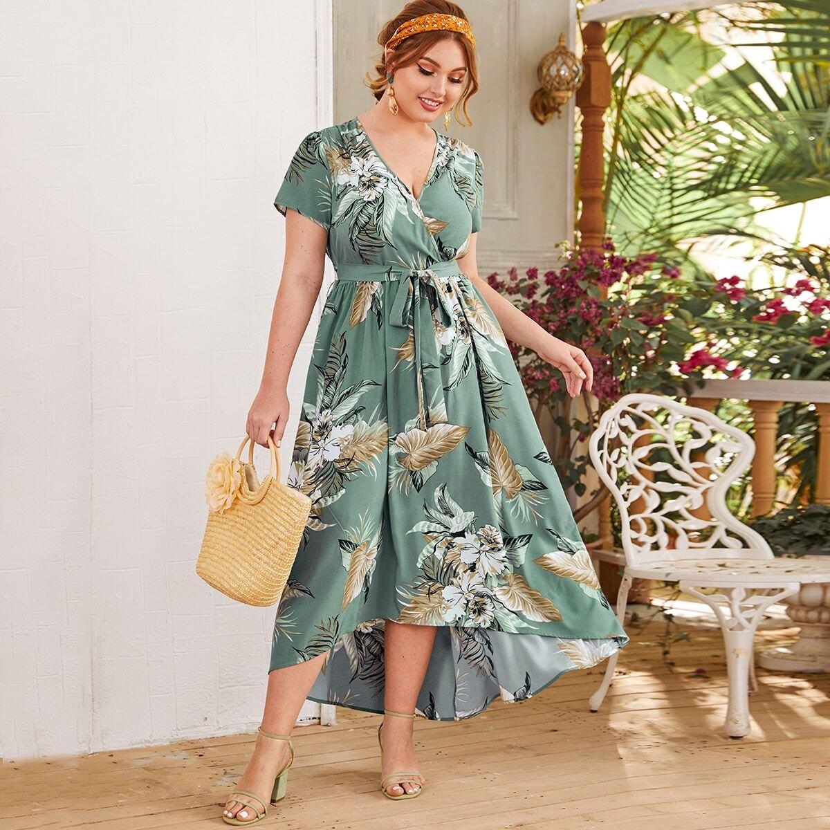 Асимметричное тропическое платье с поясом размера плюс
