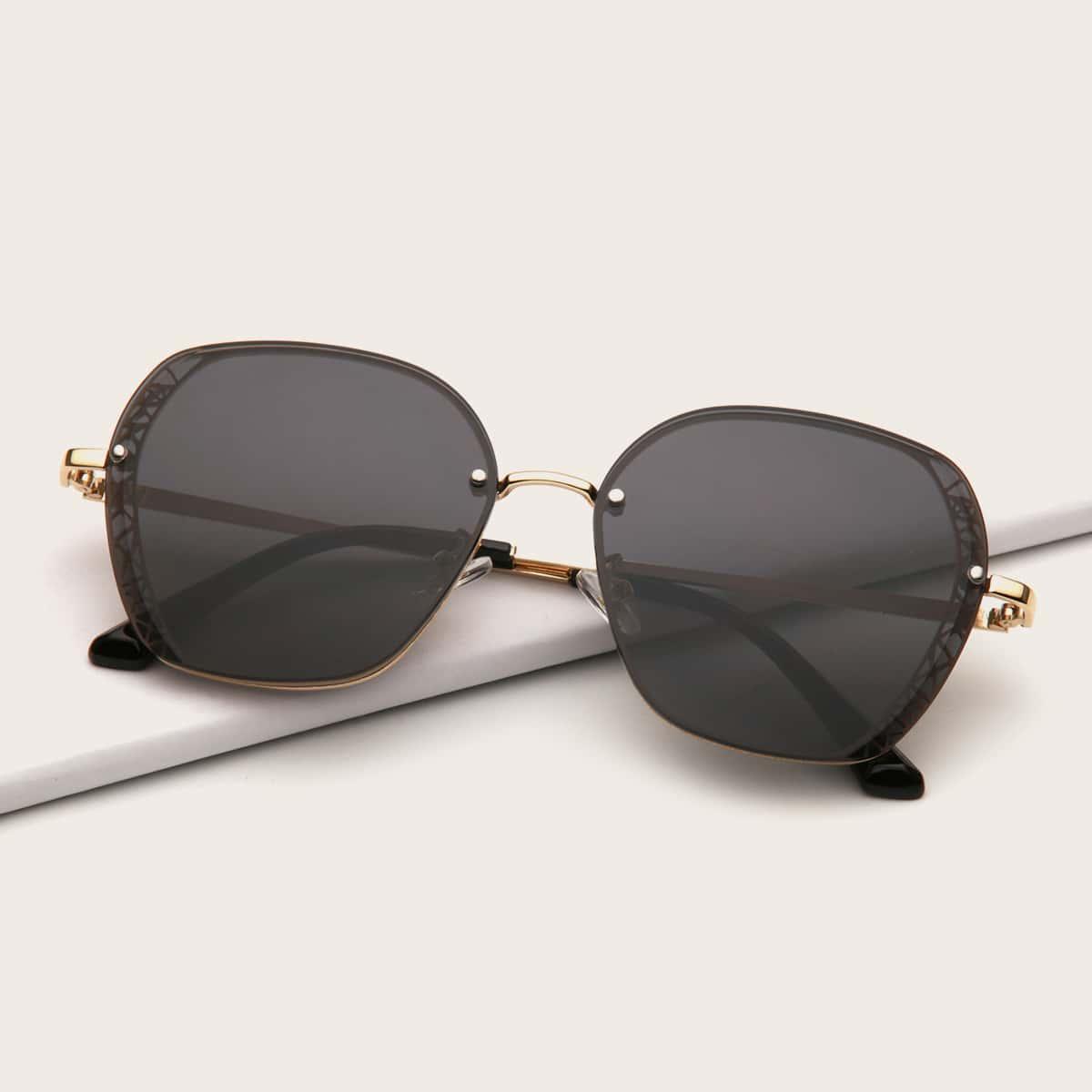 Солнцезащитные очки в геометрической форме фото