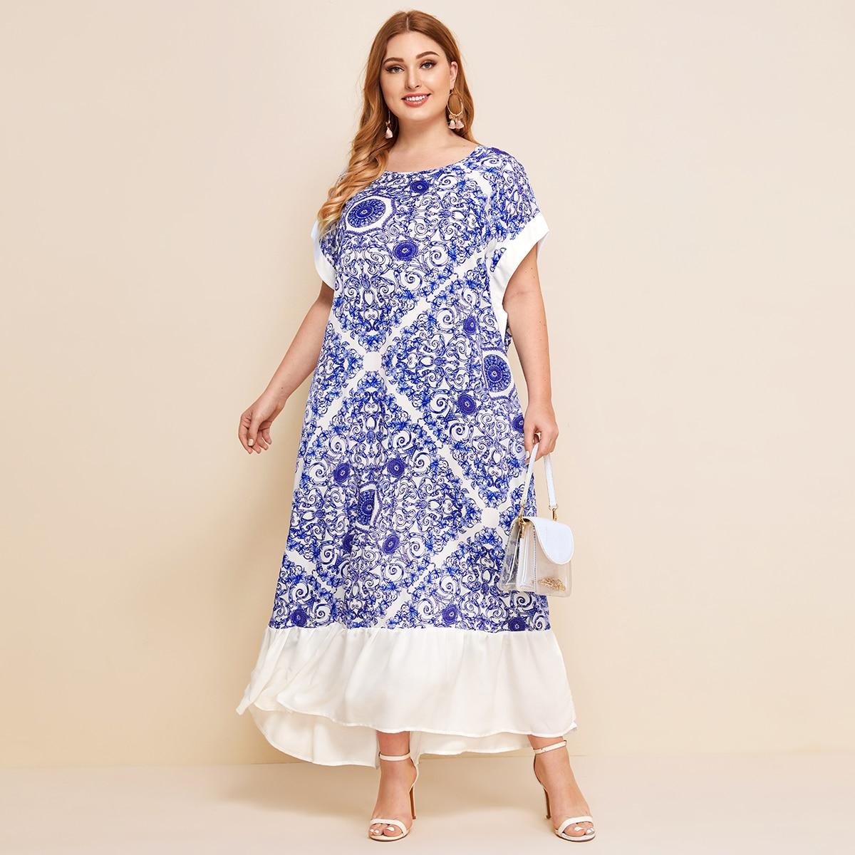 SHEIN / Große Größen - Kleid mit Fledermausärmeln, Raffungsaum und Barock Muster