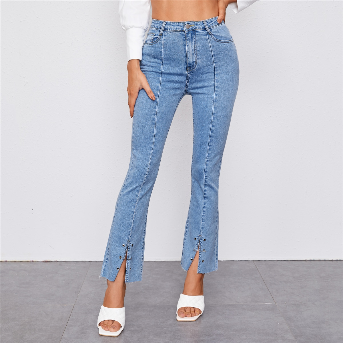 Модные джинсы с разрезом