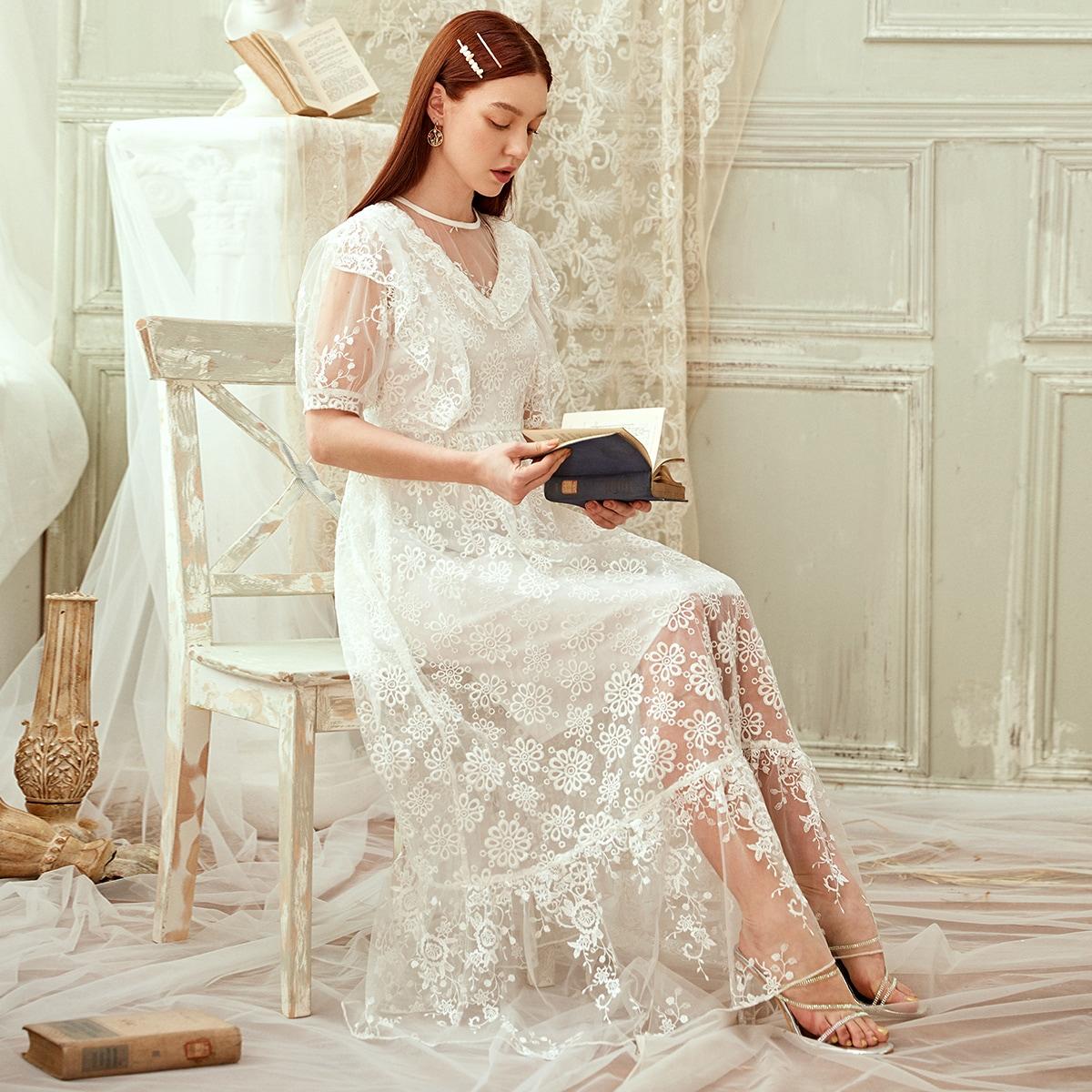 Платье с оборками и цветочной вышивкой фото