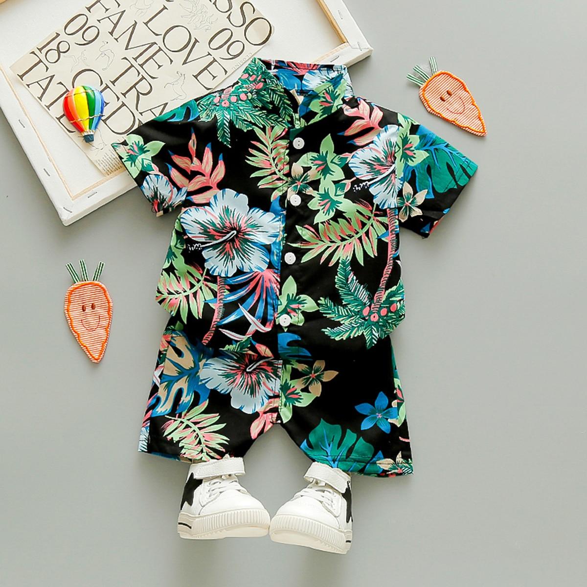 Шорты и рубашка с тропическим принтом для мальчиков от SHEIN