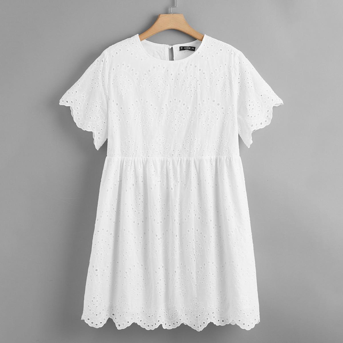 Стильное платье размера плюс