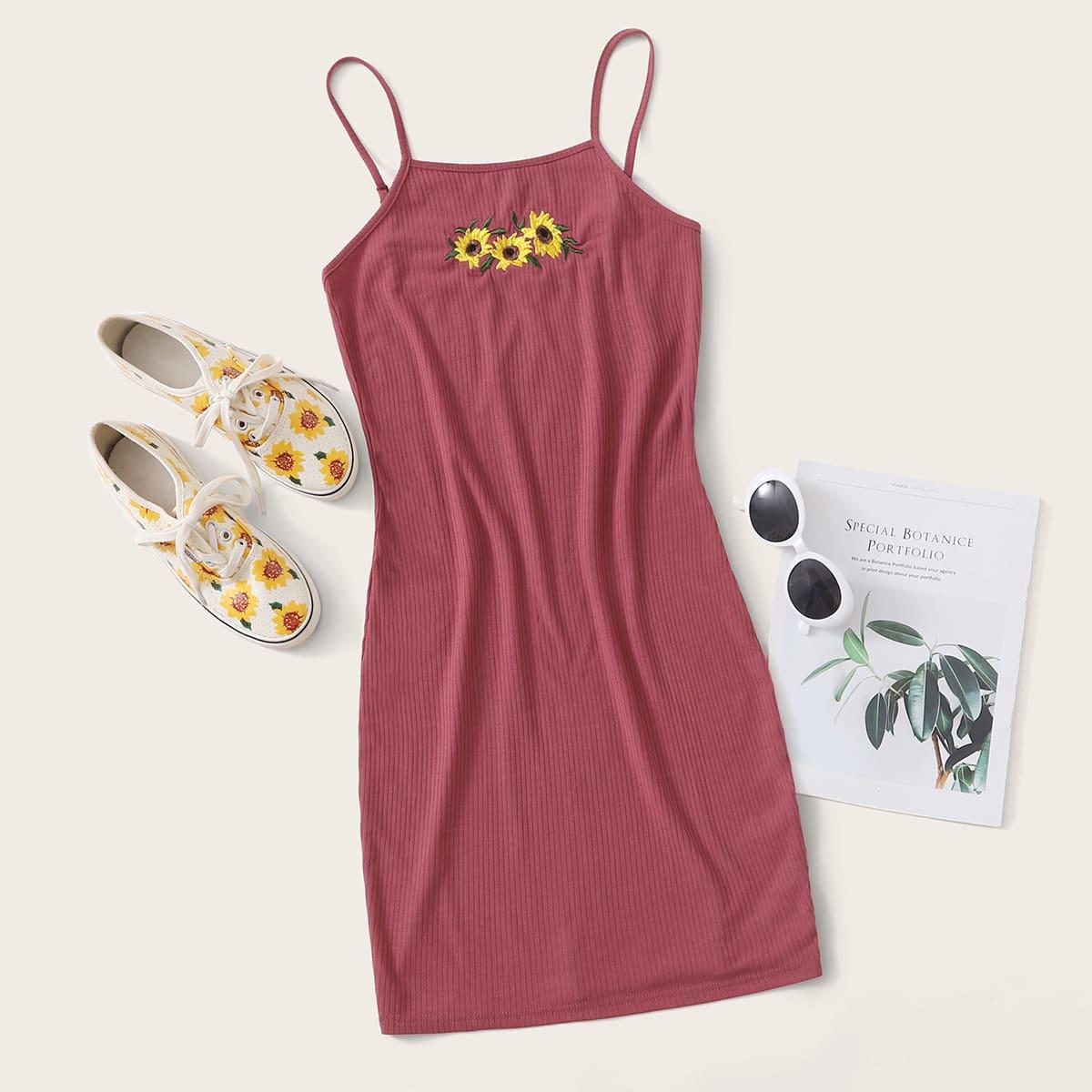 Облегающее платье размера плюс с вышивкой фото