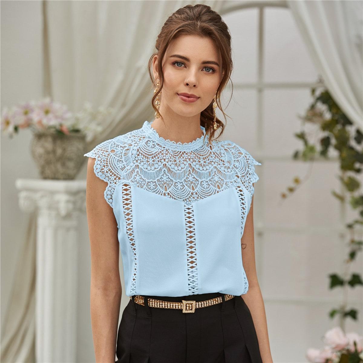Блузка с застежкой сзади и кружевом фото
