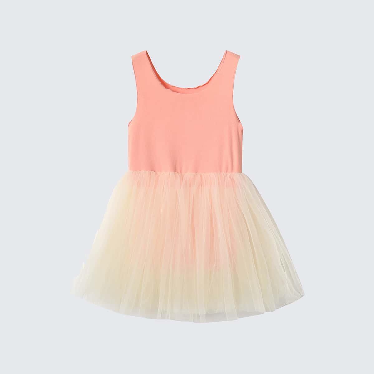 Платье с сетчатой вставкой и оригинальной отделкой для девочек фото