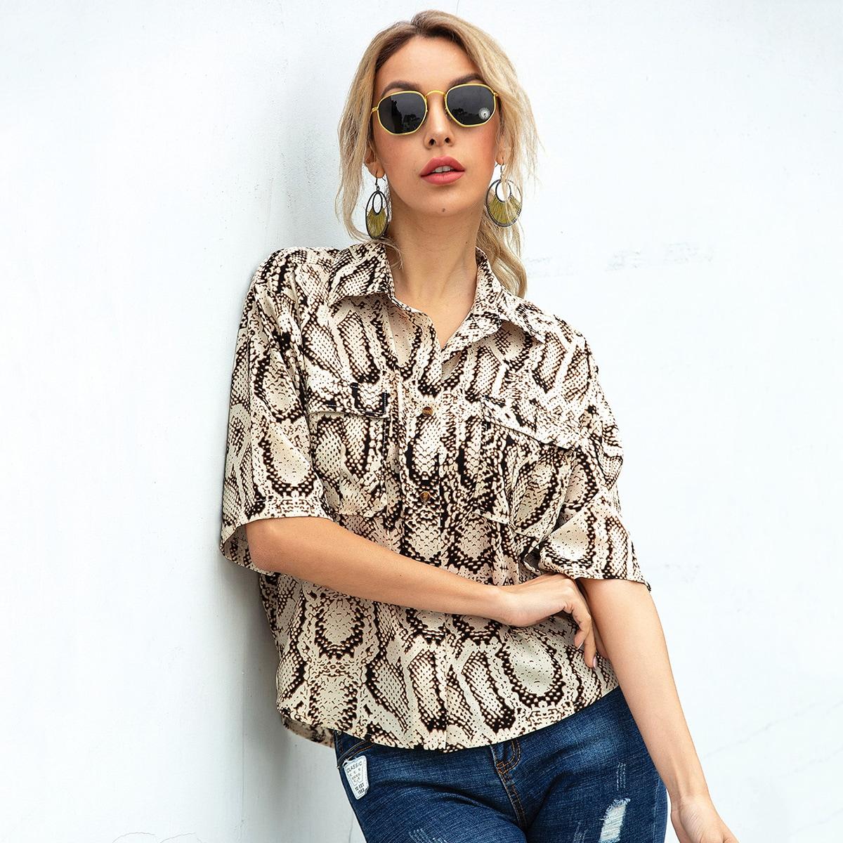 Блузка с карманом и змеиным принтом фото
