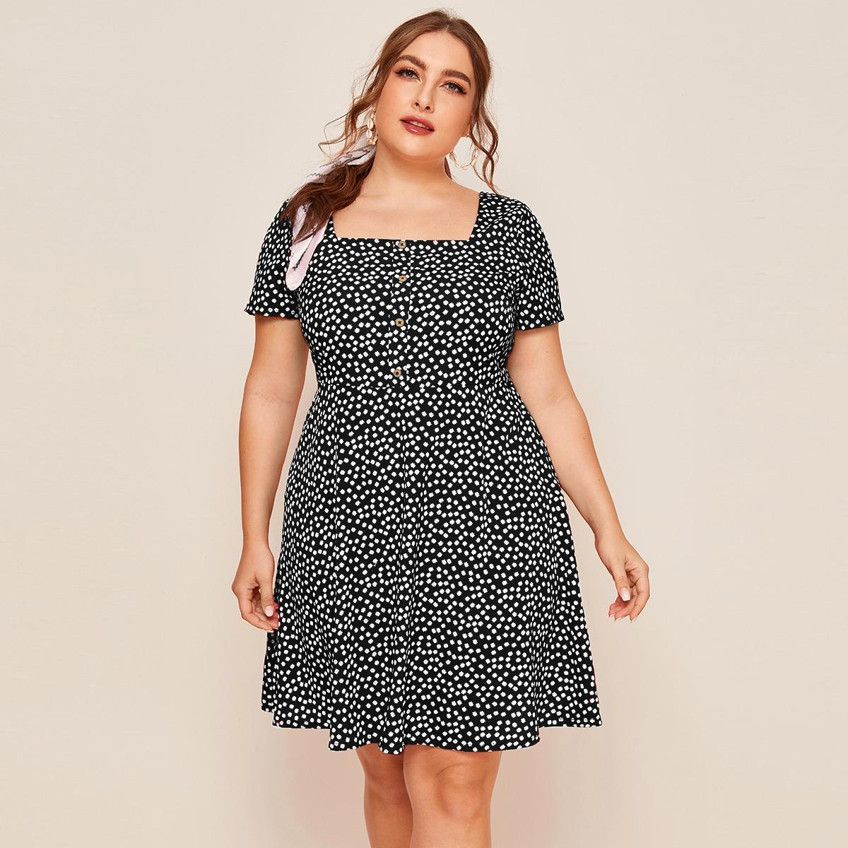 Цветочное платье размера плюс с квадратным вырезом и пуговицами