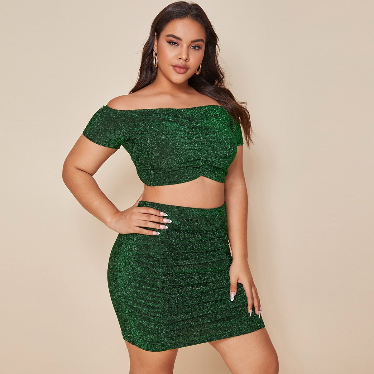 Блестящие юбка и топ с открытыми плечами размера плюс фото
