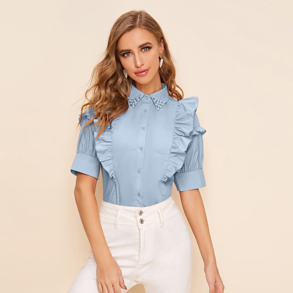 Блуза с пуговицами и оборками фото