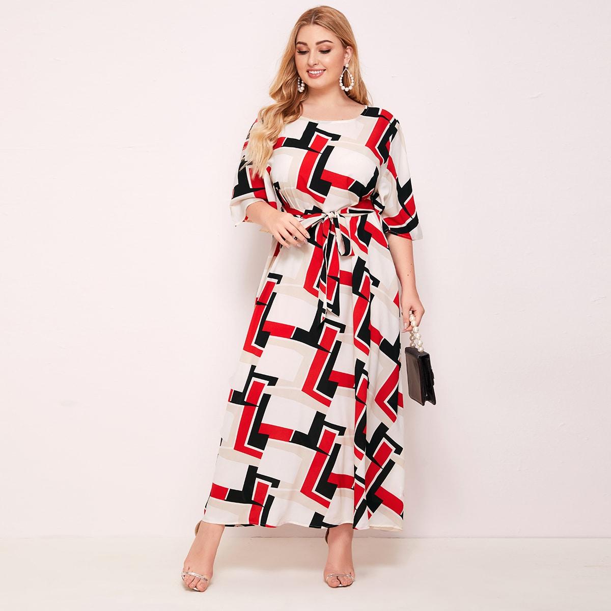 Платье с геометрическим принтом и поясом размера плюс фото