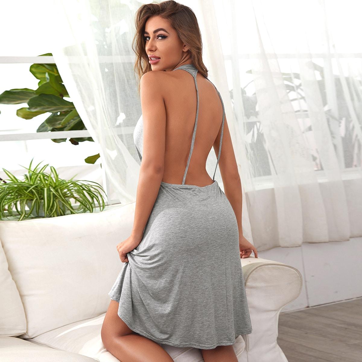 Однотонное платье с открытой спинкой фото