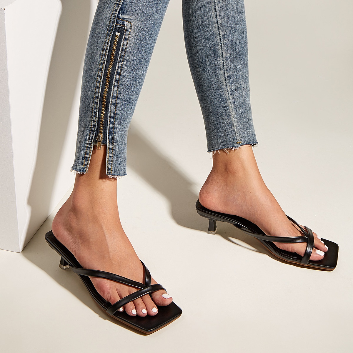 SHEIN / Minimalist Toe Post Kitten Heels Sandals