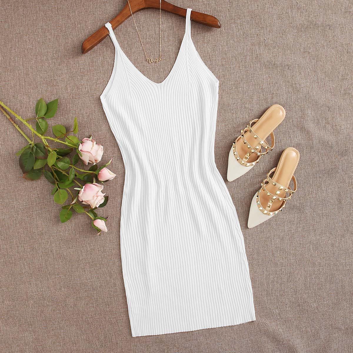 Вязаное платье на бретелях фото