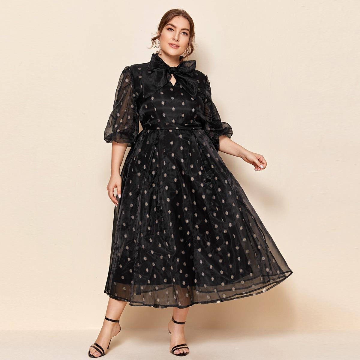 SHEIN / Kleid mit Blumen Stickereien, Halsband und Netztoff